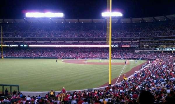 Angel Stadium, secção: T201, fila: F, lugar: 19