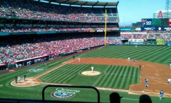 Angel Stadium, secção: C335, fila: d, lugar: 1