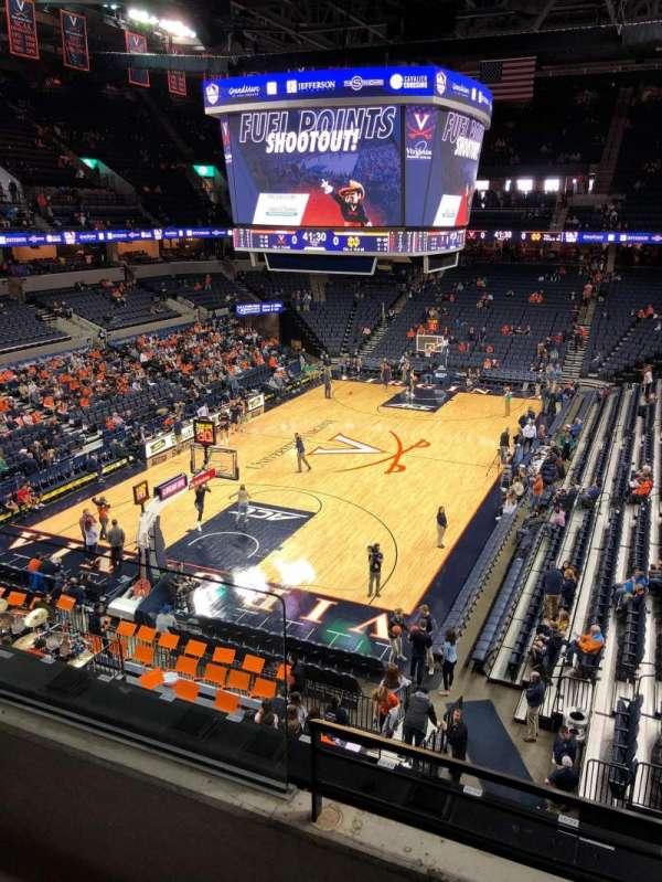 John Paul Jones Arena, secção: 316, fila: B, lugar: 4