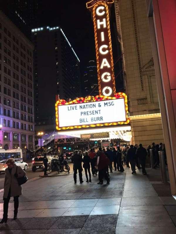 Chicago Theatre, secção: Outside