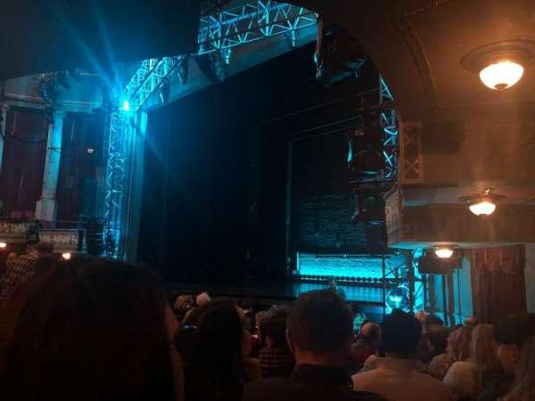 Broadhurst Theatre, secção: Orchestra R, fila: M, lugar: 26