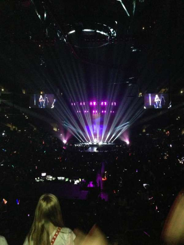 Staples Center, secção: 207, fila: 4, lugar: 3