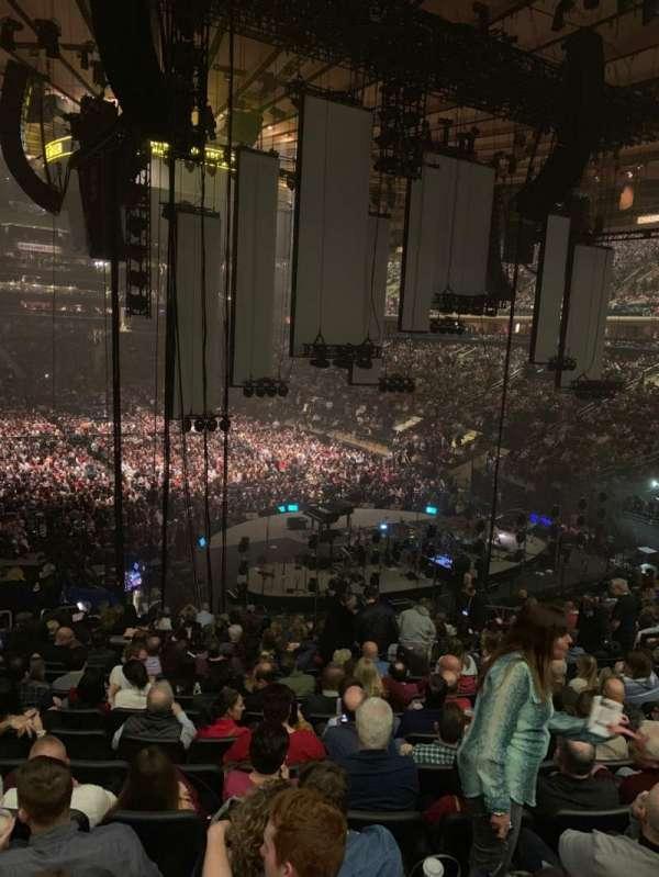 Madison Square Garden, secção: 111, fila: 22, lugar: 16