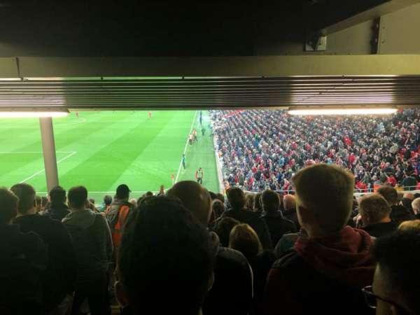 Anfield, secção: 122, fila: 34, lugar: 24