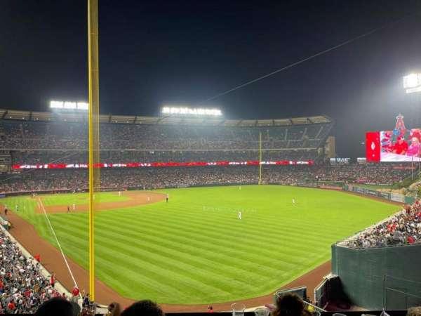 Angel Stadium, secção: 350, fila: BB, lugar: 6