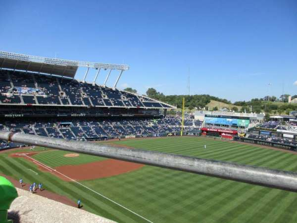 Kauffman Stadium, secção: 437, fila: A, lugar: 18