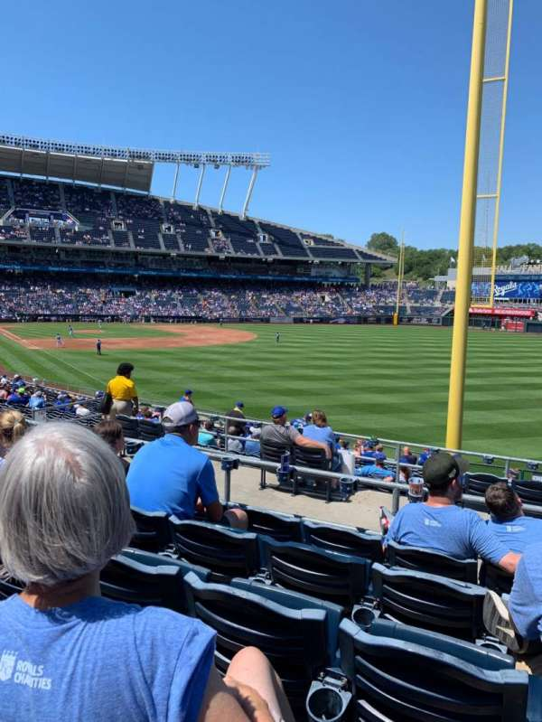 Kauffman Stadium, secção: 247, fila: EE, lugar: 17