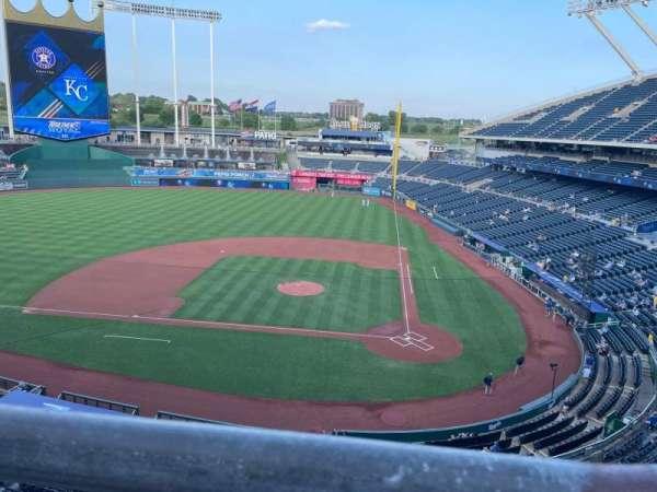 Kauffman Stadium, secção: 413, fila: A, lugar: 19