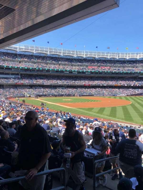 Yankee Stadium, secção: 110, fila: 26, lugar: 13