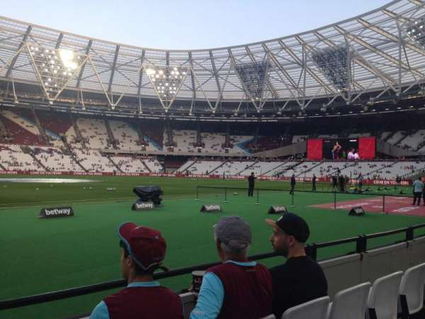 London Stadium, secção: 105, fila: 3, lugar: 370