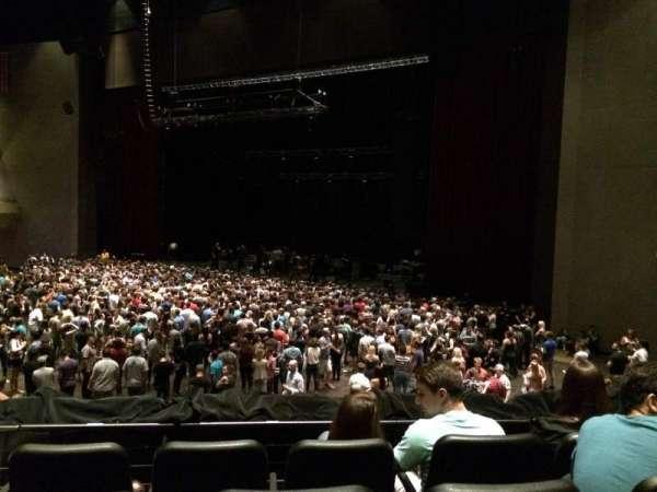 Ovation Hall, secção: 102, fila: R, lugar: 5