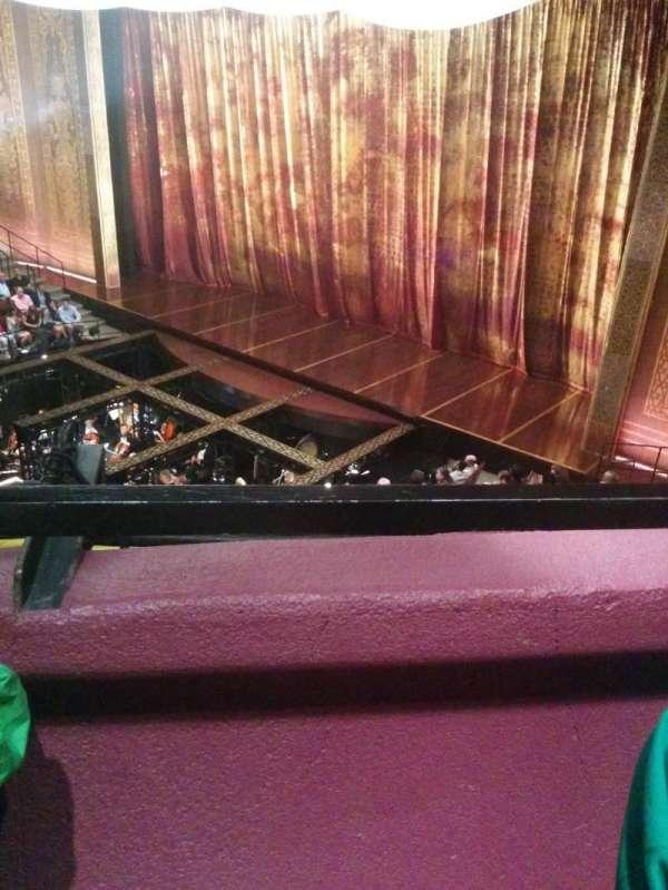 Vivian Beaumont Theater, secção: Loge R, fila: A, lugar: 501