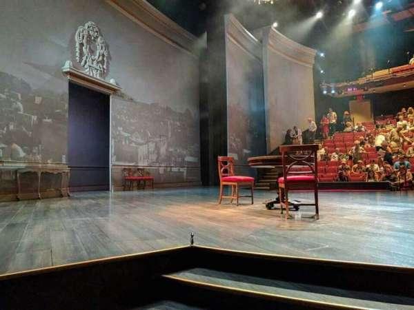 Vivian Beaumont Theater, secção: Orchestra L, fila: C, lugar: 105
