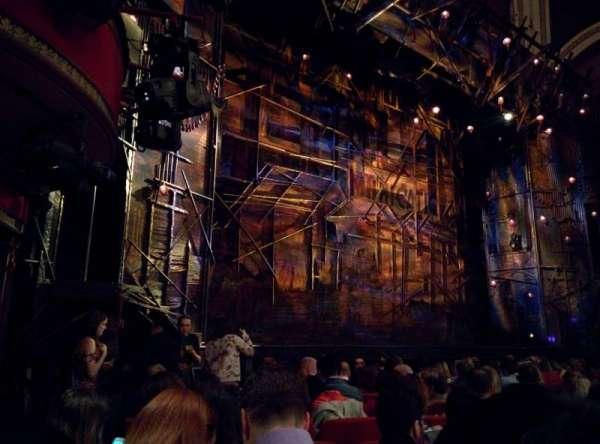 Broadway Theatre - 53rd Street, secção: Orchestra, fila: M, lugar: 28