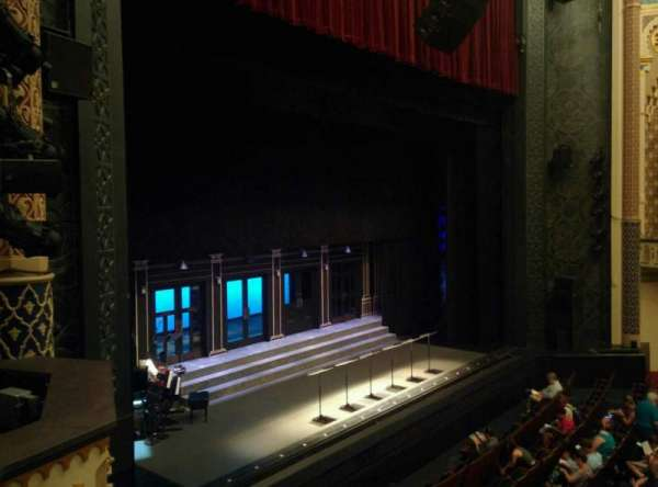 Mainstage at the New York City Center, secção: Grand Tier, fila: B, lugar: 19