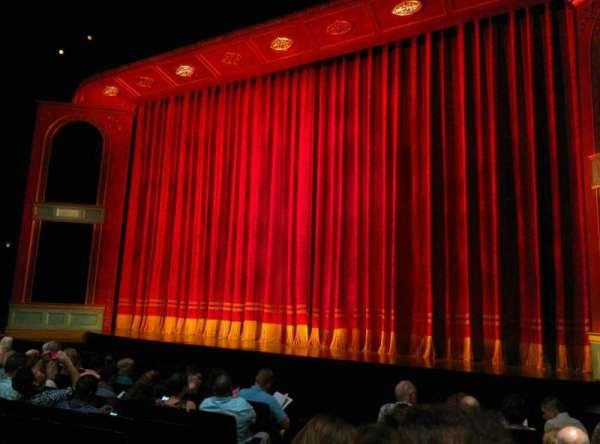 Marquis Theatre, secção: Orchestra R, fila: J, lugar: 6