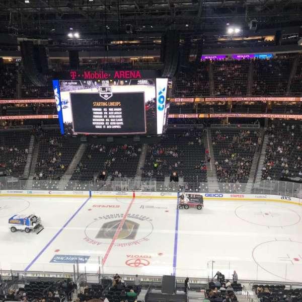 T-Mobile Arena, secção: 207