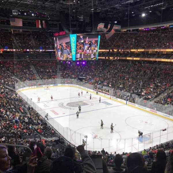 T-Mobile Arena, secção: 118, fila: F, lugar: 7
