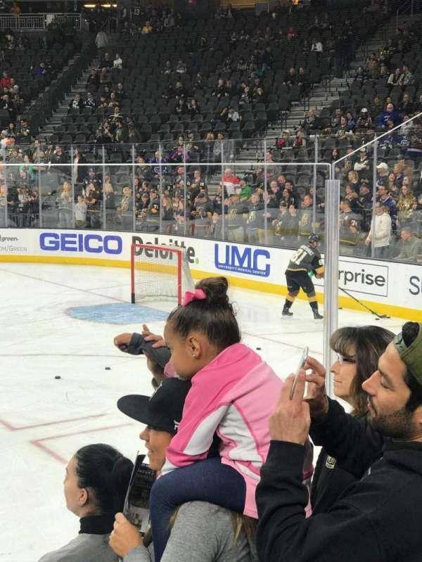 T-Mobile Arena, secção: 17, fila: DD, lugar: 6