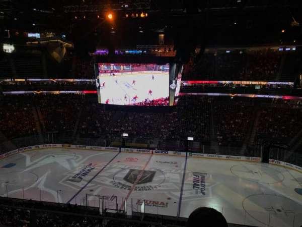 T-Mobile Arena, secção: 223, fila: J, lugar: 14
