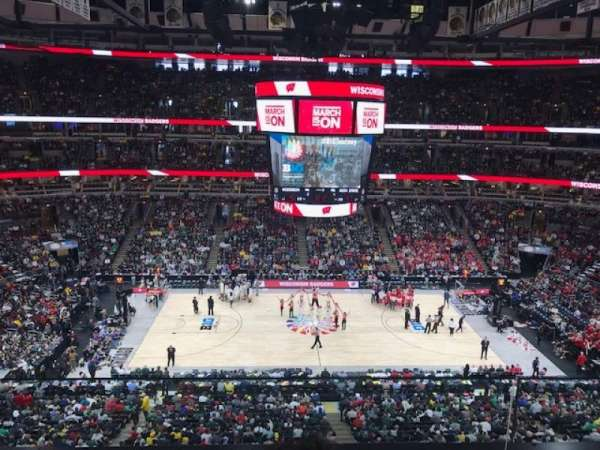 United Center, secção: 318, fila: 2, lugar: 5