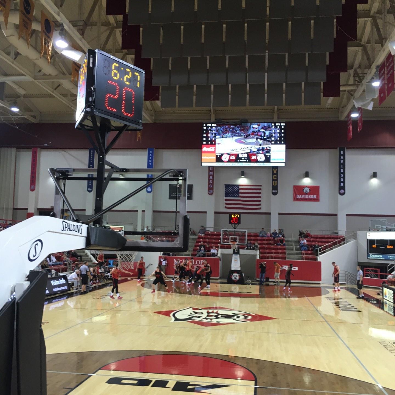 John M. Belk Arena Secção 1 Fila B Lugar 1