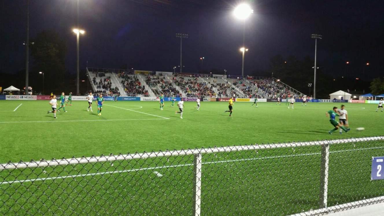 Dillon Stadium Secção 2 Fila A Lugar 22
