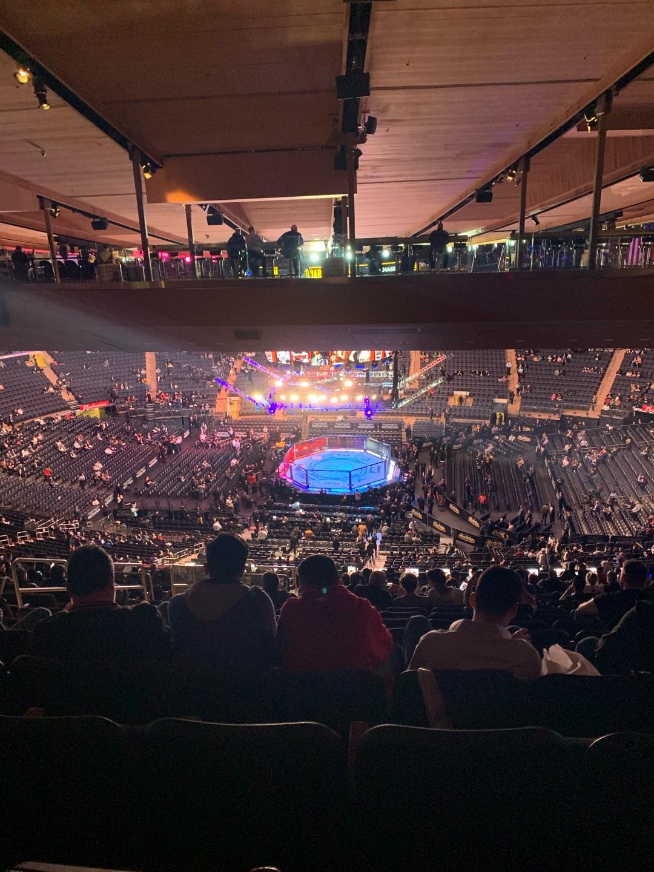 Madison Square Garden Secção 212 Fila 23 Lugar 8