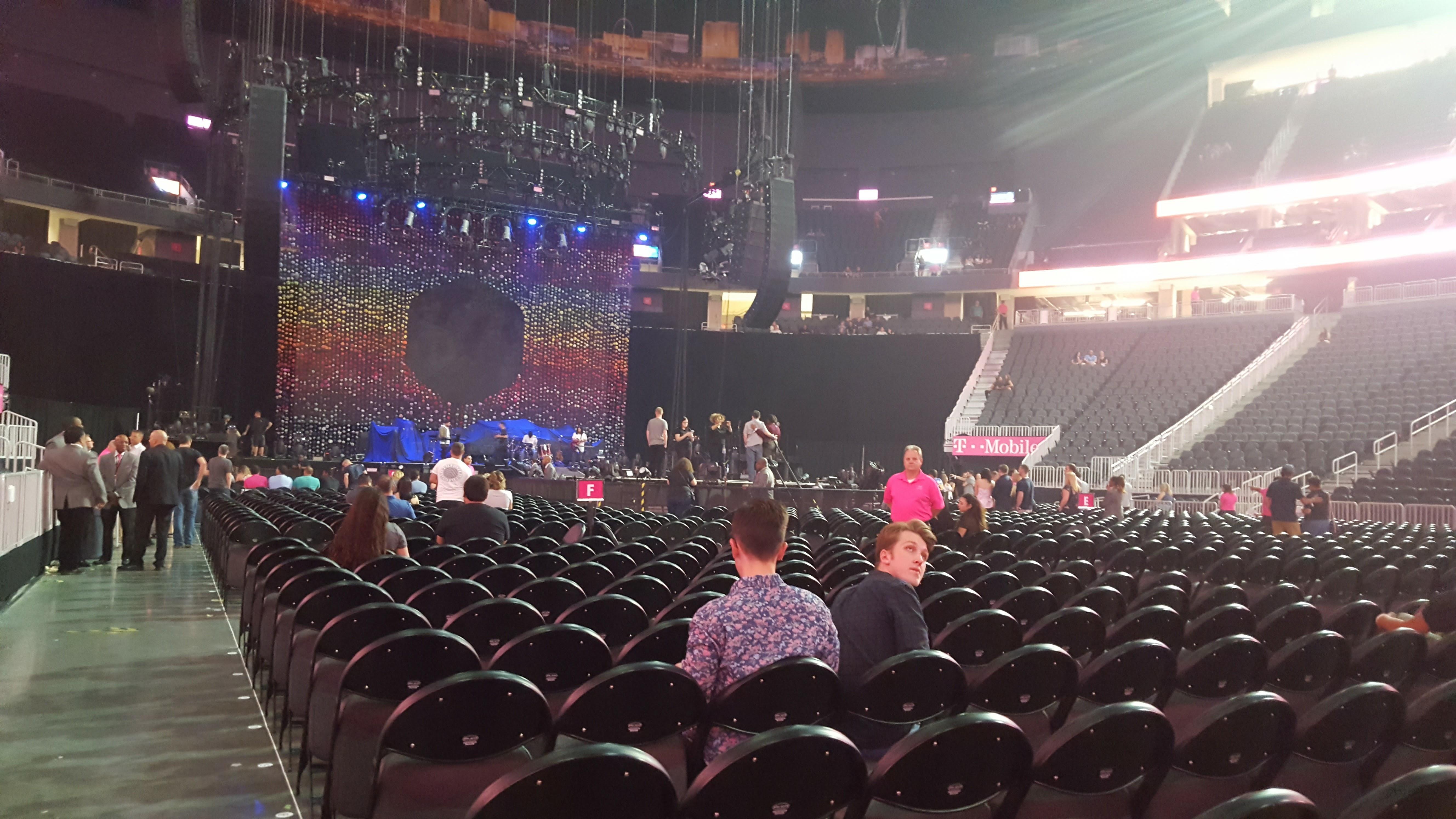 T-Mobile Arena Secção Floor J Fila M Lugar 1 and 2