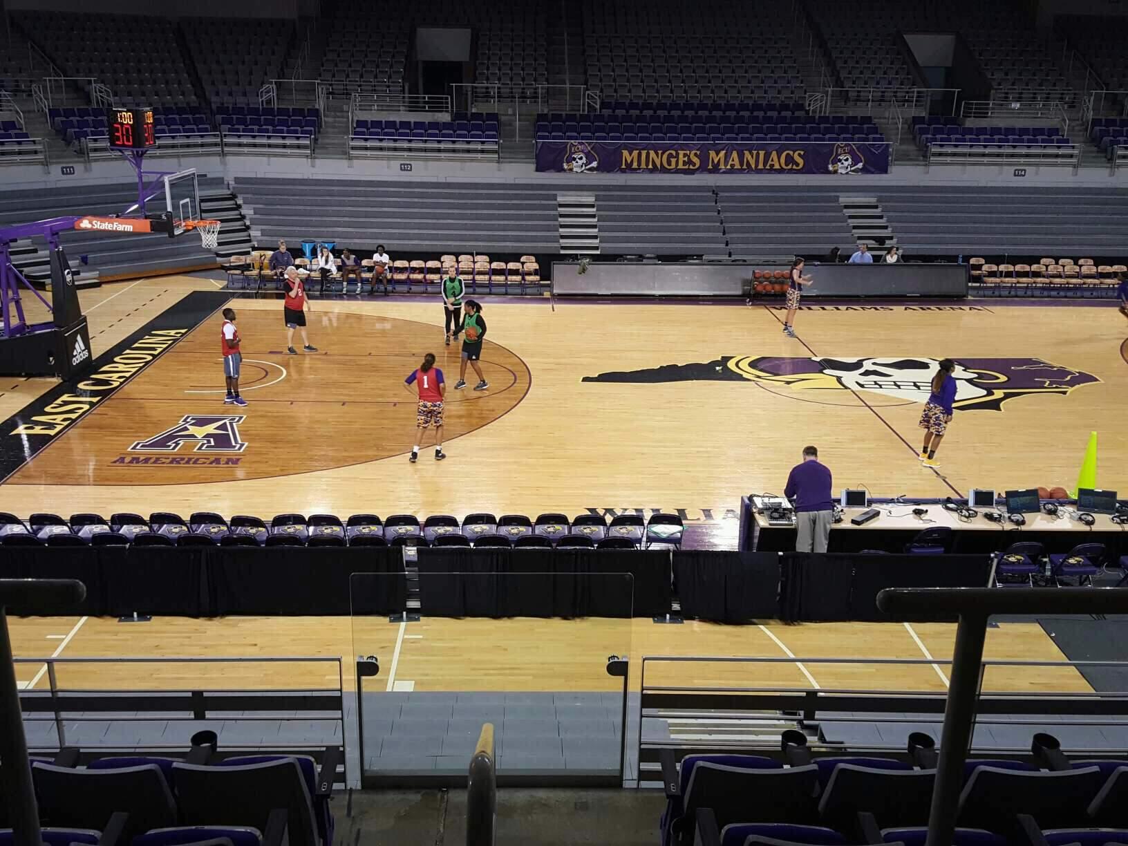 Williams Arena at Minges Coliseum Secção 208 Fila F Lugar 3
