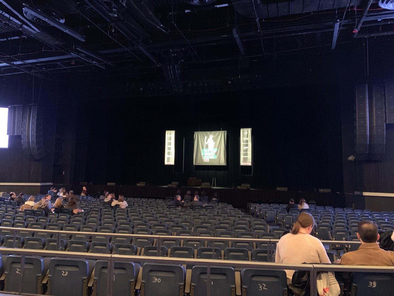 Hulu Theater at Madison Square Garden Secção 202 Fila BB Lugar 6