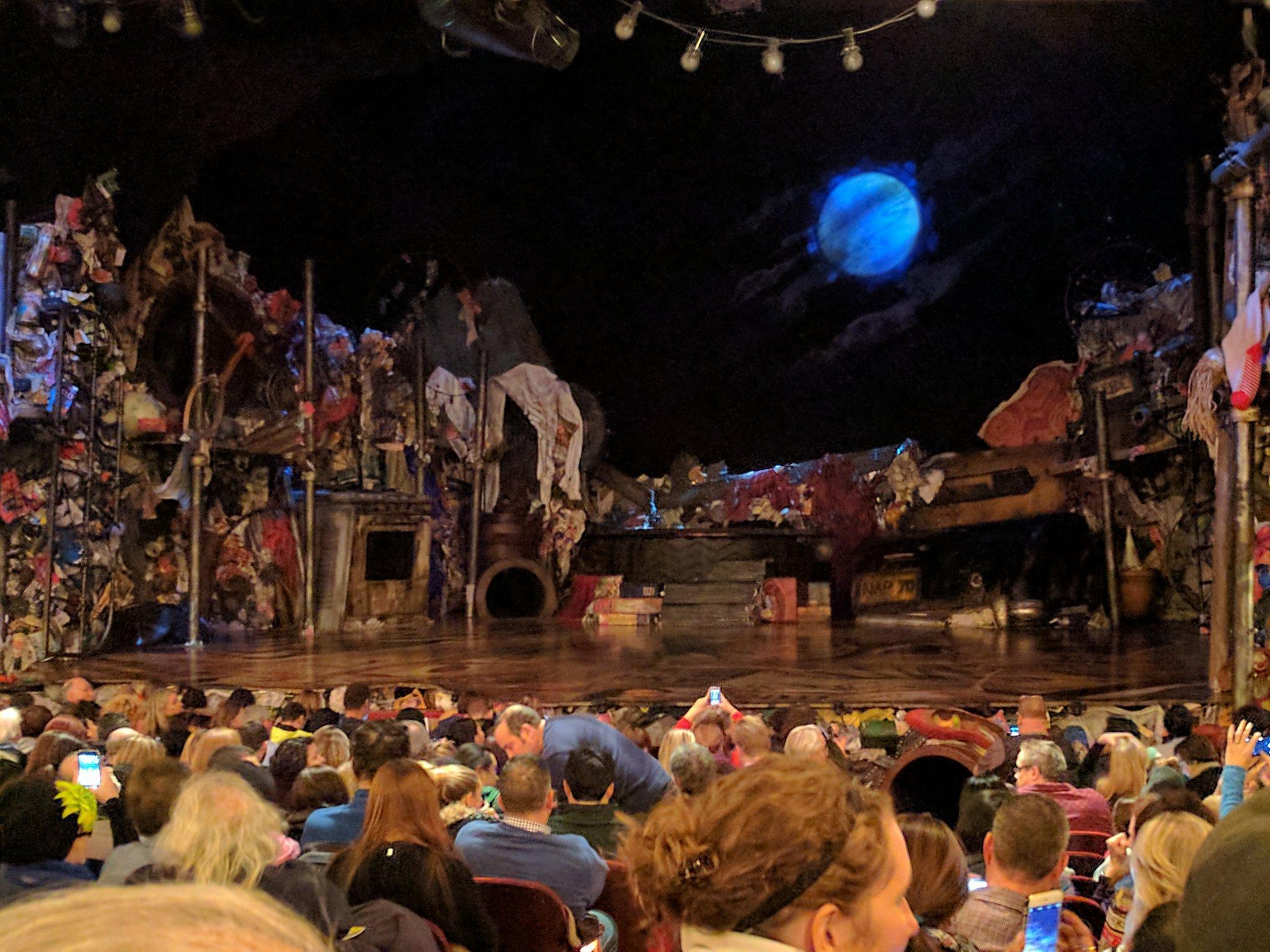 Neil Simon Theatre Secção Orchestra R Fila R Lugar 2