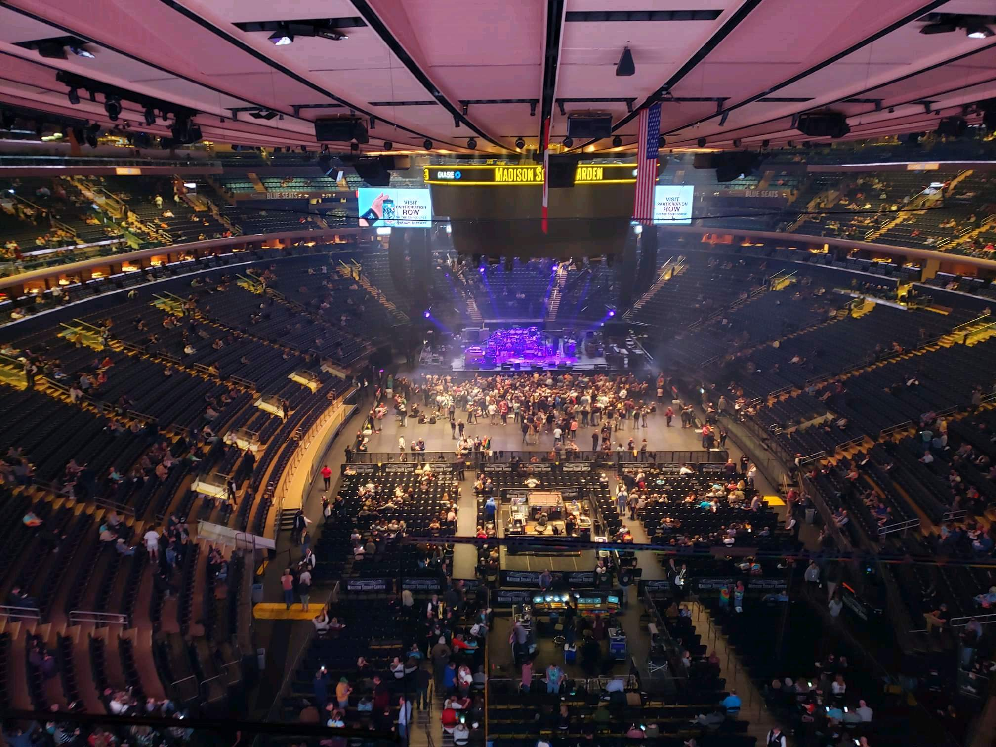 Madison Square Garden Secção 301 Fila 1 Lugar 3