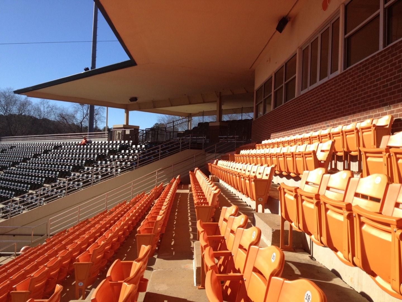 Doug Kingsmore Stadium Secção UF Fila H Lugar 16,17,18,19