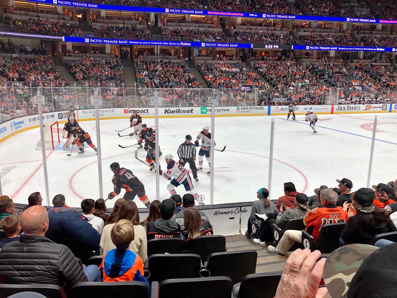 Honda Center Secção 225 Fila H Lugar 3
