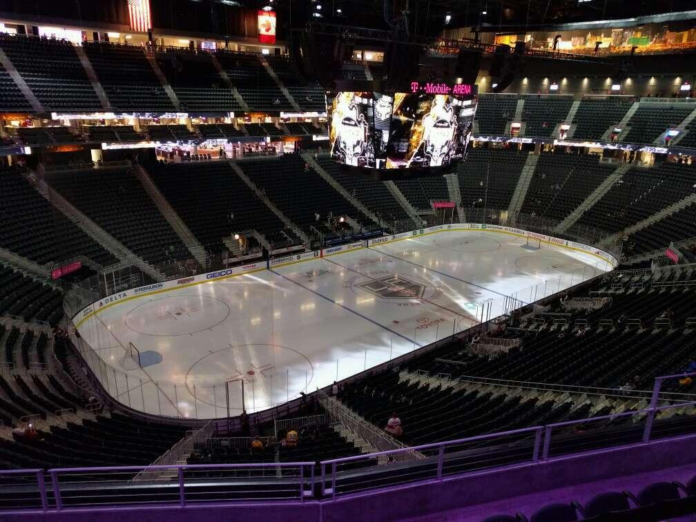 T-Mobile Arena Secção 218 Fila e Lugar 8
