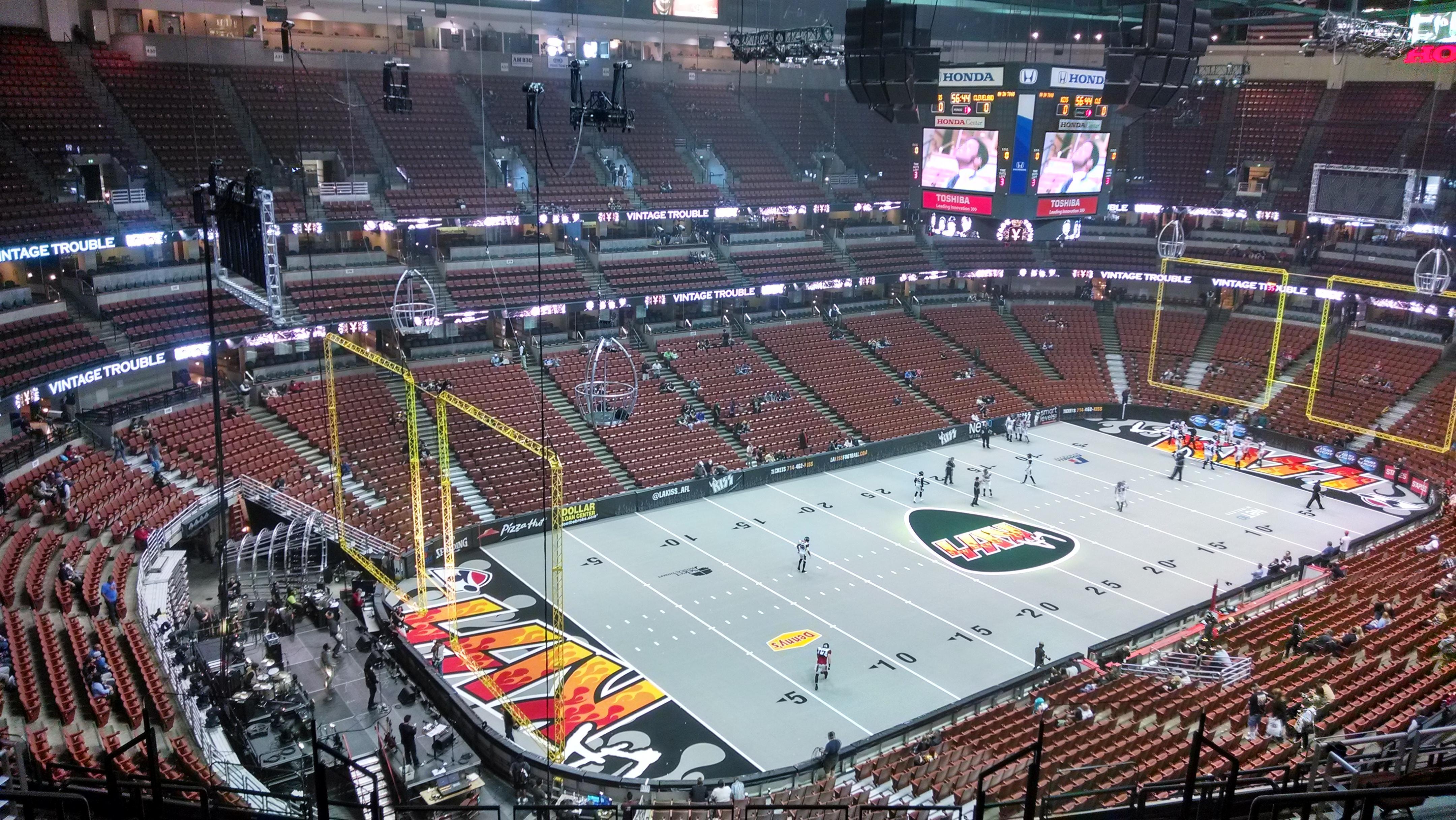 Honda Center Secção 418 Fila M Lugar 8