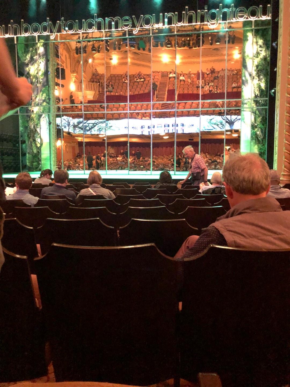 John Golden Theatre Secção Orchestra C Fila K Lugar 104