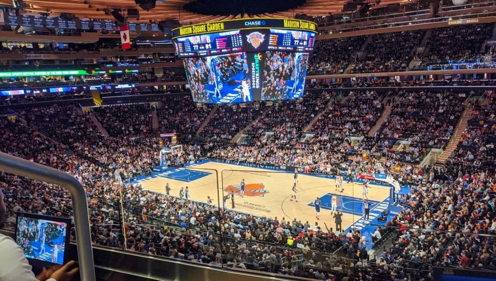 Madison Square Garden,  Secção <strong>129</strong>, Fila <strong>F</strong>, Lugar <strong>7-8</strong>
