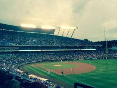 Kauffman Stadium, secção: 324, fila: b, lugar: 1