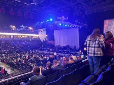 John Paul Jones Arena, secção: 104, fila: V, lugar: 19