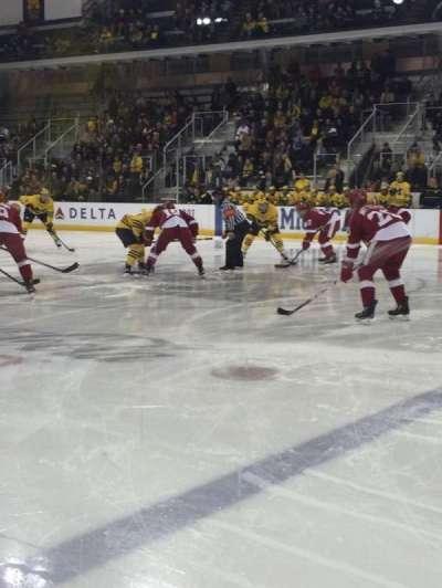 Yost Ice Arena, secção: 6, fila: 1, lugar: 1-4