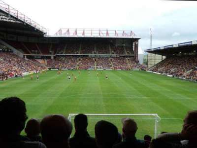 Valley Parade, secção: UH, fila: T, lugar: 47