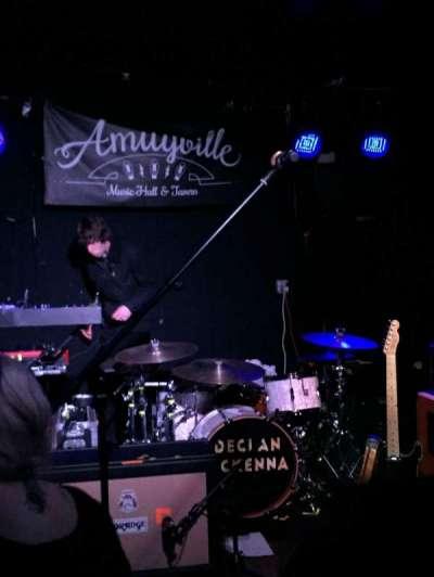 Amityville Music Hall secção Front row