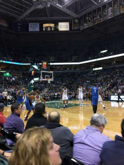 BMO Harris Bradley Center, secção: 214, fila: BBB