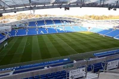 American Express Community Stadium, secção: W3G, fila: H