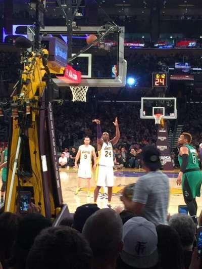 Staples Center, secção: 106, fila: J, lugar: 8