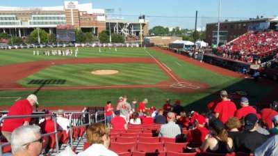 Jim Patterson Stadium, secção: 210, fila: R, lugar: 114
