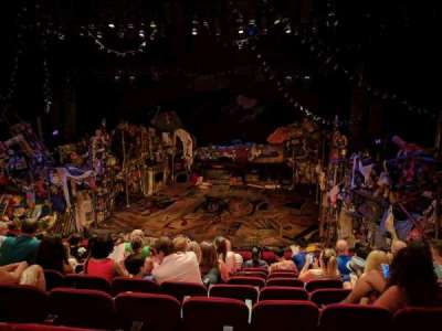 Neil Simon Theatre secção Front Mezzanine C