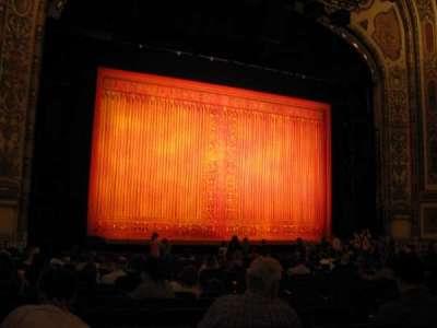 Cadillac Palace Theatre, secção: ORCH-L, fila: R, lugar: 11